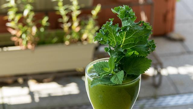野菜の葉入りジュース