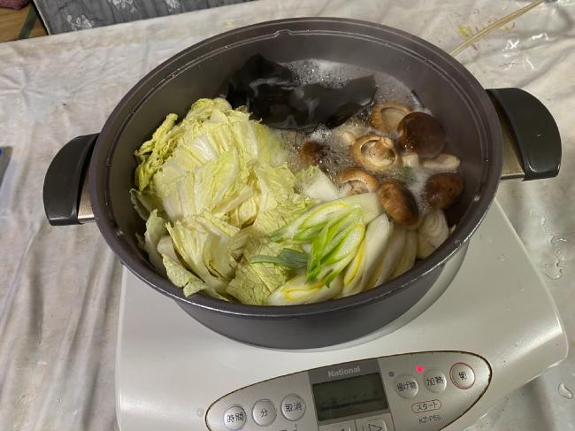 カニの浜街道のカニしゃぶ鍋作り